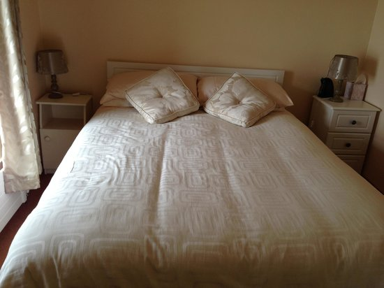 Slea Head Farm B & B: Our bed