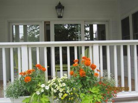 Lake Country Inn : Private deck outside the Yellow Room (ground floor).