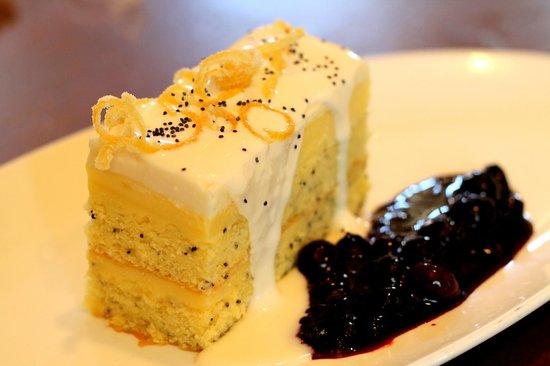 Marchand's Bar & Grill: lemonade cake