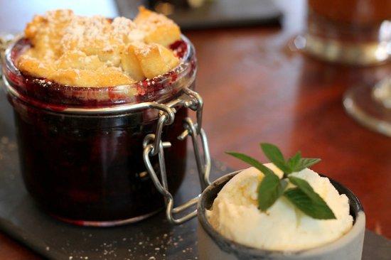 Marchand's Bar & Grill: blackberry cobbler