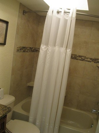 Westwinds Waterfront Resort: Bathroom