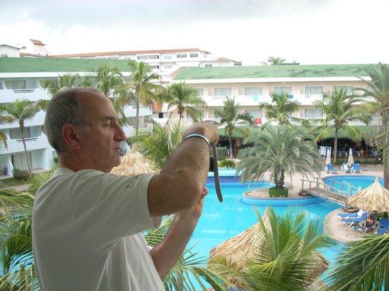 Isla Caribe Beach Hotel: habitacion pileta y barras