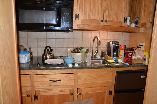 """Golden Arrow Lakeside Resort: The """"full kitchen"""" turned out to be  closet sized"""