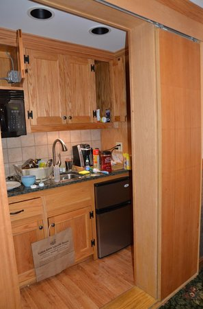 "Golden Arrow Lakeside Resort: The ""full kitchen"" turned out to be  closet sized"