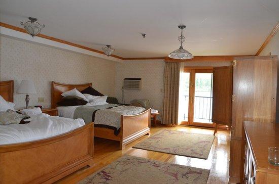 Golden Arrow Lakeside Resort: bedroom