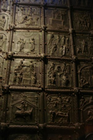 Residence Hotel Antico San Zeno: The gates of the temple of Zeno.