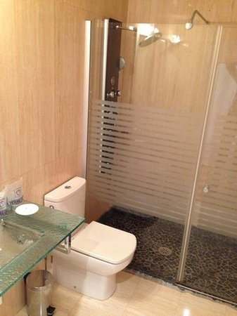 Hotel La Siuranella: bathroom