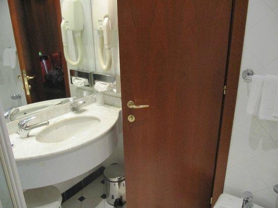 BAGNO-Hotel Idea-PA - Picture of Cit Hotels Dea Palermo, Palermo ...