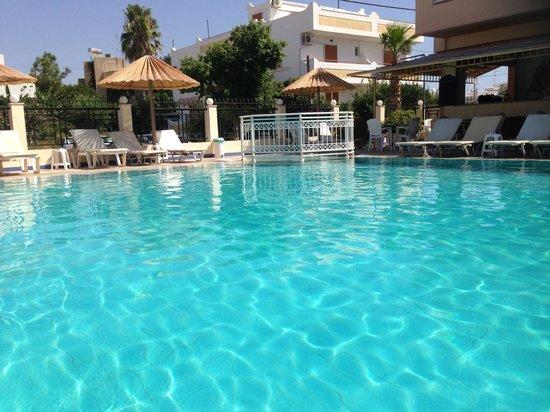 Zouboulia Apartments: The pool