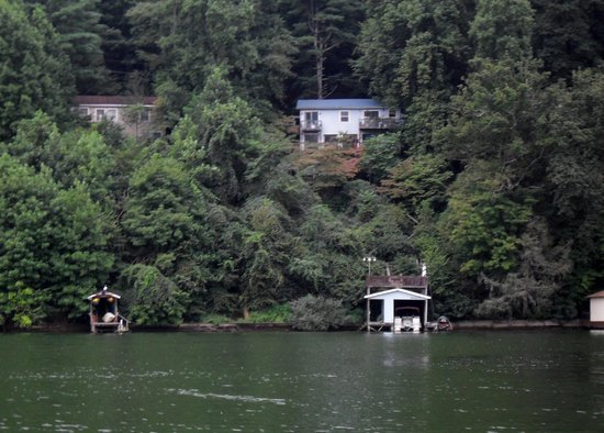 Lake Lure Tours : Little cottage on the left, where my husband stayed in 1957 at age 12.