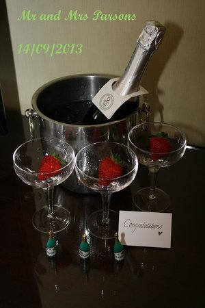Hilton Nottingham: champagne on ice