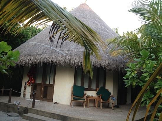 Coco Palm Dhuni Kolhu: villa beach