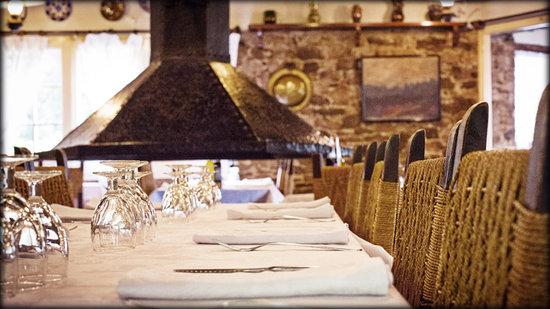 Avet Blau Hostal Restaurant