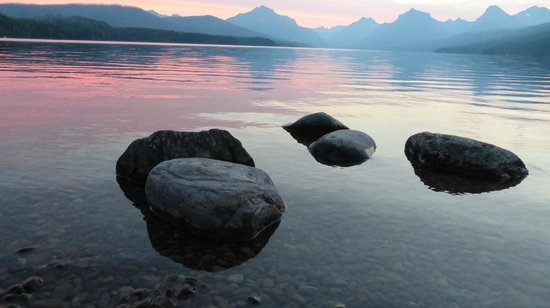 Apgar Village Lodge: Sunrise from over Lake McDonald near Cabin