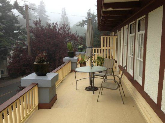 Abbeymoore Manor Bed and Breakfast Inn: Private balcony overlooking street
