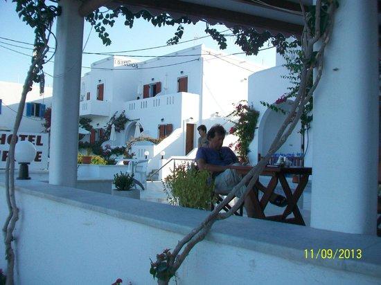 Irene Hotel and Studios : moment wifi sur la terrasse