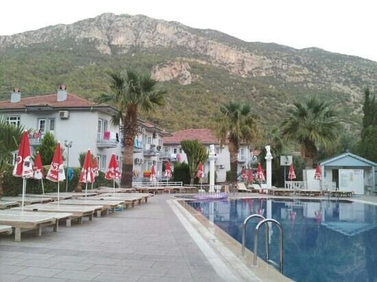 Majestic Hotel: pool at dusk