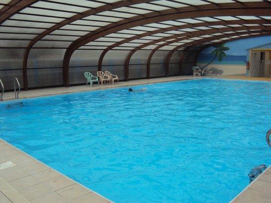 Piscine couverte et chauff e picture of camping oleron for Camping quiberon piscine couverte