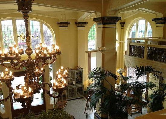 Ashland Springs Hotel: View from mezzanine