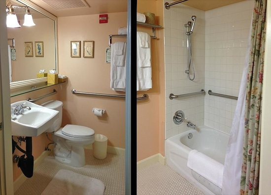Ashland Springs Hotel: Two views of bathroom