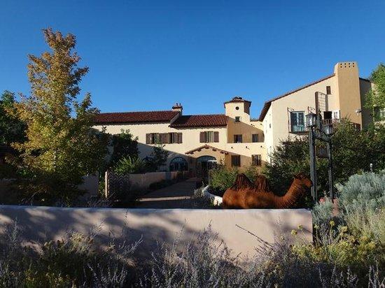 La Posada Hotel: Front entrance