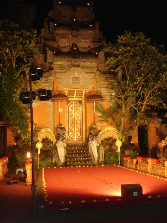 Legong of Mahabrata Epic: Ubud Palace and the most famous stage in he mountains of Bali
