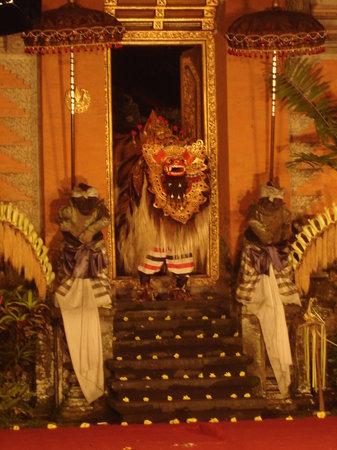 Legong of Mahabrata Epic: And the show begins at Ubud Palace
