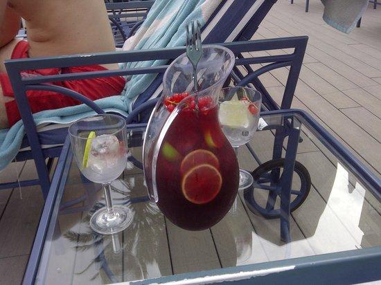 Gran Melia Victoria : Sangria by the pool
