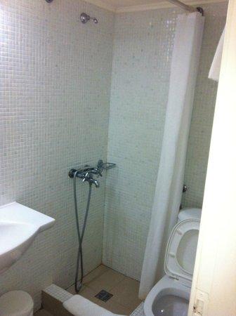 Anemos Beach Lounge Hotel : The bathroom