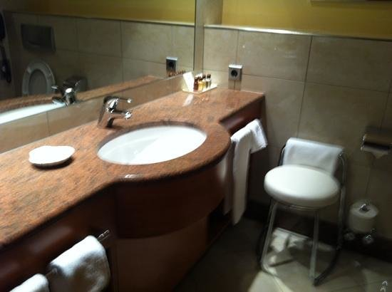 Sheraton Grand Salzburg: Room 610's Bathroom