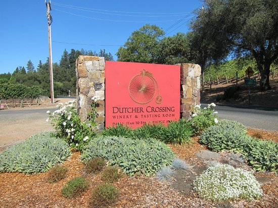 Dutcher Crossing Winery: The Front Entrance