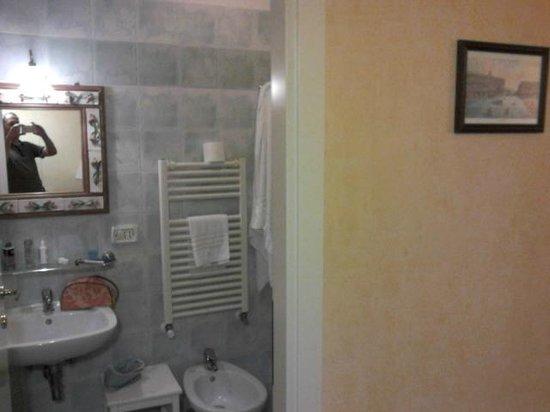 Bonapace Porta Nolana  Bed & Breakfast: salle de bains