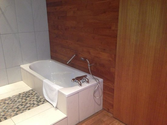 """Chateau Grattequina: Nice bath tub big enough for two. Styling is """"90's contemporary cabin"""""""