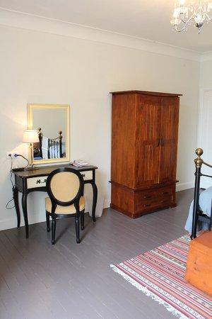 5 Grande Rue : Dressing Table