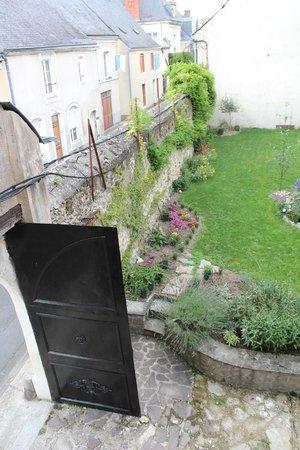 5 Grande Rue : Enclosed garden