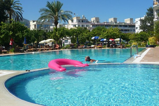 Hotel Pia Bella: one of the two pools at the hotel