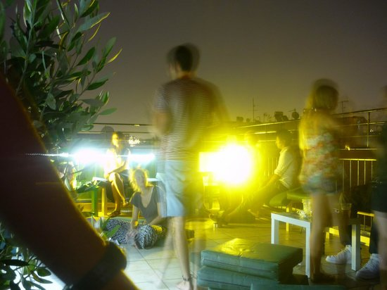 Athens Backpackers : bar sur le toit