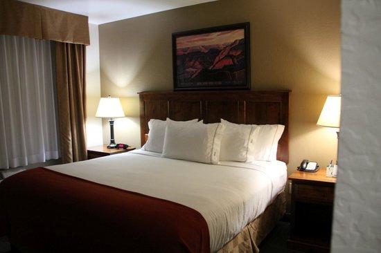 Holiday Inn Express Grand Canyon: Big bed