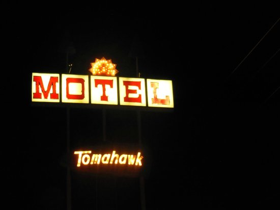 Tomahawk Lodge: Vintage motel sign