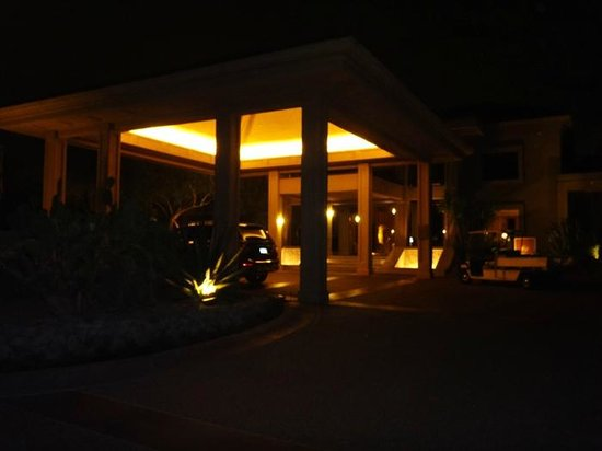The Canyon Suites at The Phoenician : Canyon Suite entrance at night
