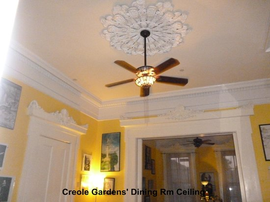 Creole Gardens Guesthouse Bed & Breakfast: Historic decor in Dining Room