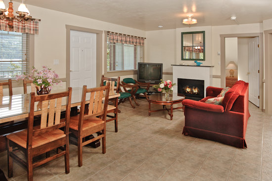 Bathgate General Store, Resort & Marina : Deluxe Wheelchair Accessible Room
