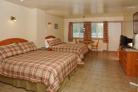 Bathgate General Store, Resort & Marina: Bathgate Deluxe Motel Room