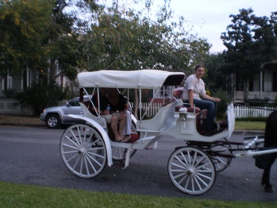 Coppersmith Inn Bed & Breakfast: Romanitc Carriage Rides