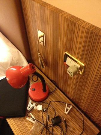 """Grand Hotel Due Golfi: Bedside lamp """"repair"""""""