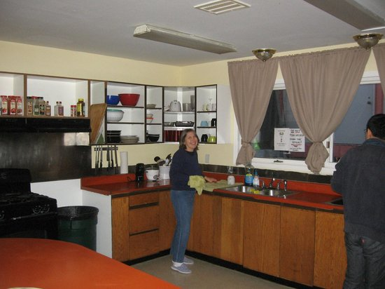 Arctic Adventure Hostel: Common kitchen area at hostel
