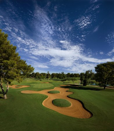 Red's Bar & Grill : Enjoy Golf Course Views Overlooking The Gold & Patriot Courses