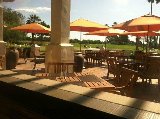 Red's Bar & Grill : Enjoy Indoor & Outdoor Golf Course Views