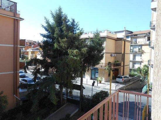 Hotel Le Petit: Street view
