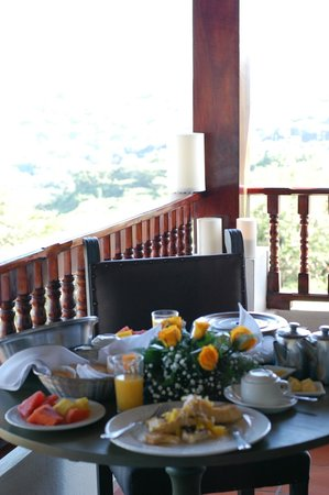 Hotel Alta Las Palomas: Private breakfast on our balcony